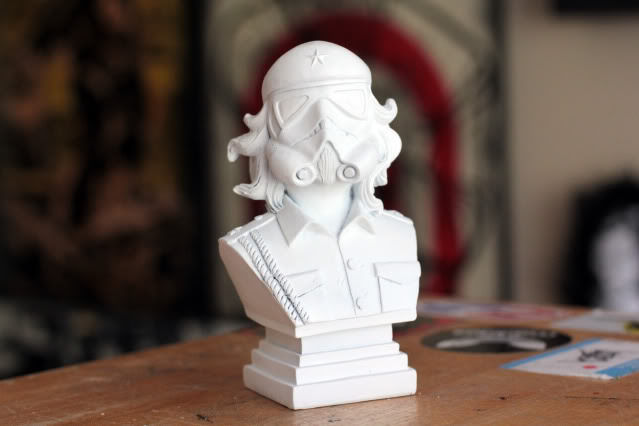 UrbanMedium CheTrooper Bust in White