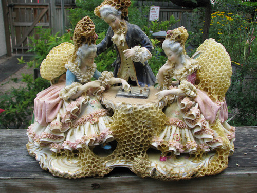Aganetha Dyck - Porcelain and Honeybees (1)