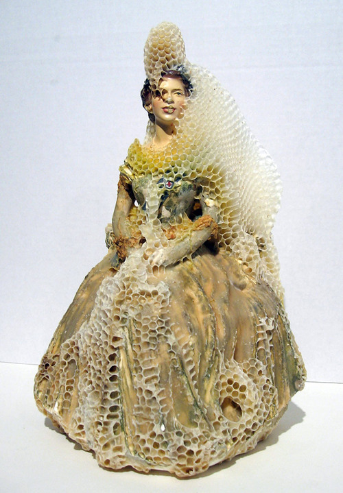 Aganetha Dyck - Porcelain and Honeybees (5)
